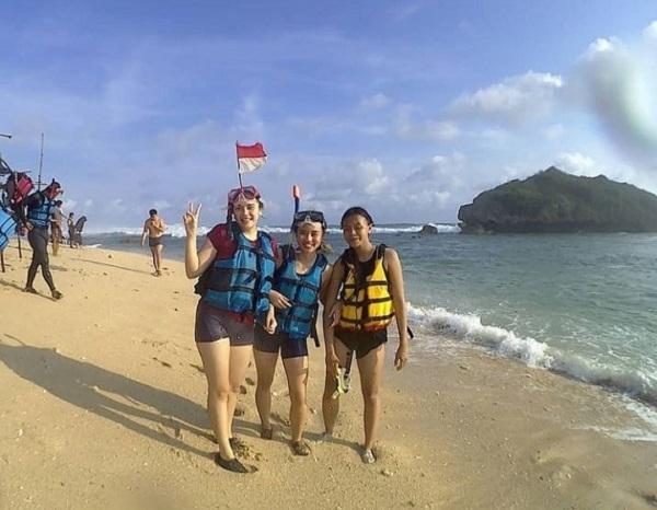 Kecantikan Pantai Sadranan Gunungkidul Wisata Pantai Terbaru di Jogja 2