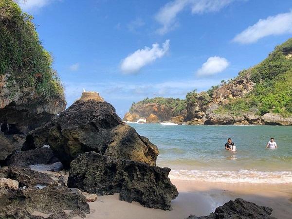 Pesona Pantai Ngrenehan Gunungkidul Rekomendasi Liburan di Jogja 12