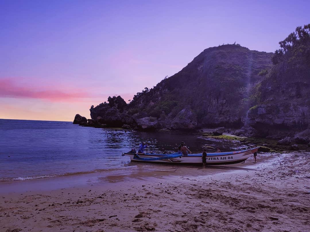 wisata pantai ngrenehan gunungkidul jogja