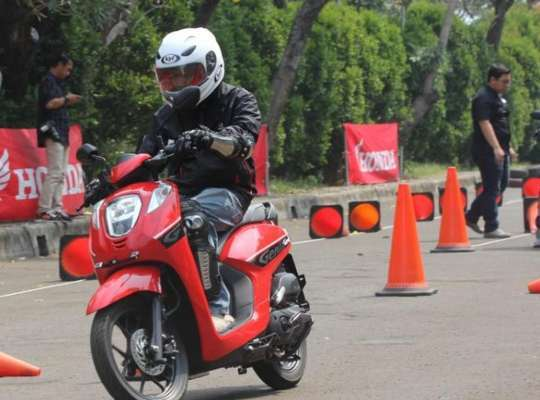 Review Skuter Matic Honda Genio