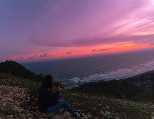Bukit Paralayang Bantul Spot Foto Sunset di Jogja, Anak Senja Harus Kesini! 1